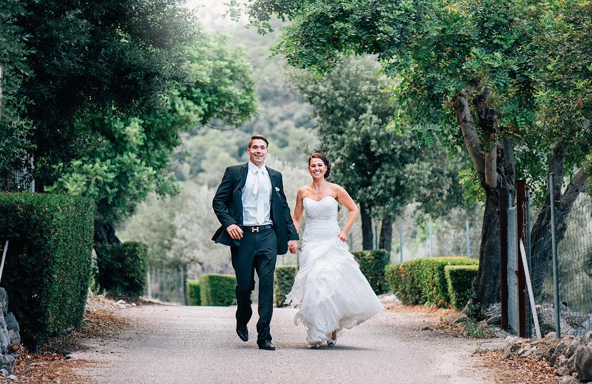 Hochzeitspaar nach der Trauung auf Mallorca