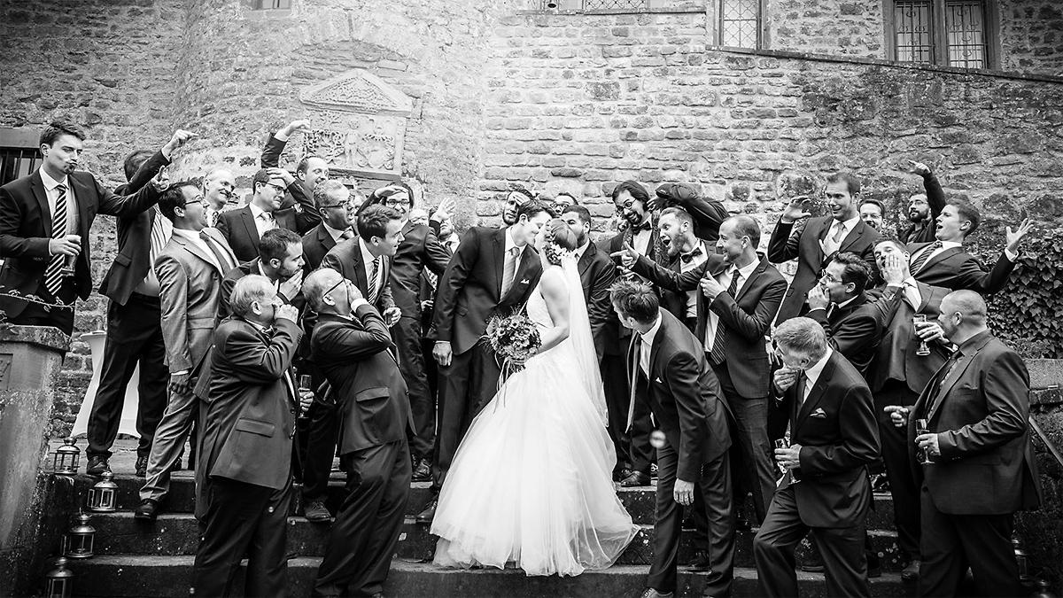 Auch als Hochzeitsfotograf in Luxembourg machen wir ausgefallene Gruppenfotos