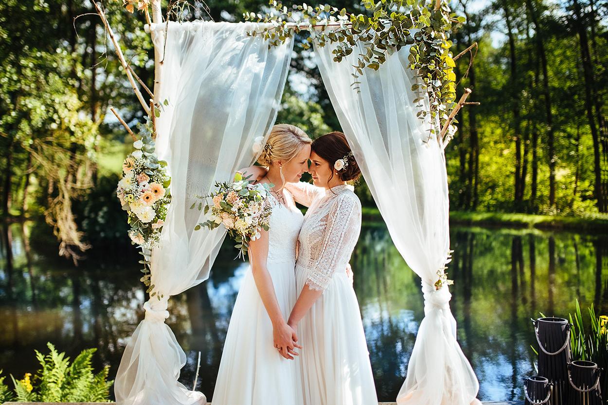 Hochzeit in Rüssels Landhaus Gourmetrestarurant an der Mosel mit einem lesbischen Brautpaar
