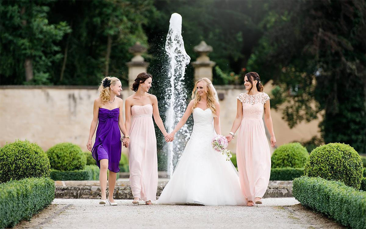 Die Braut mit Bridemaids beim Hochzeitsfotograf in Trier