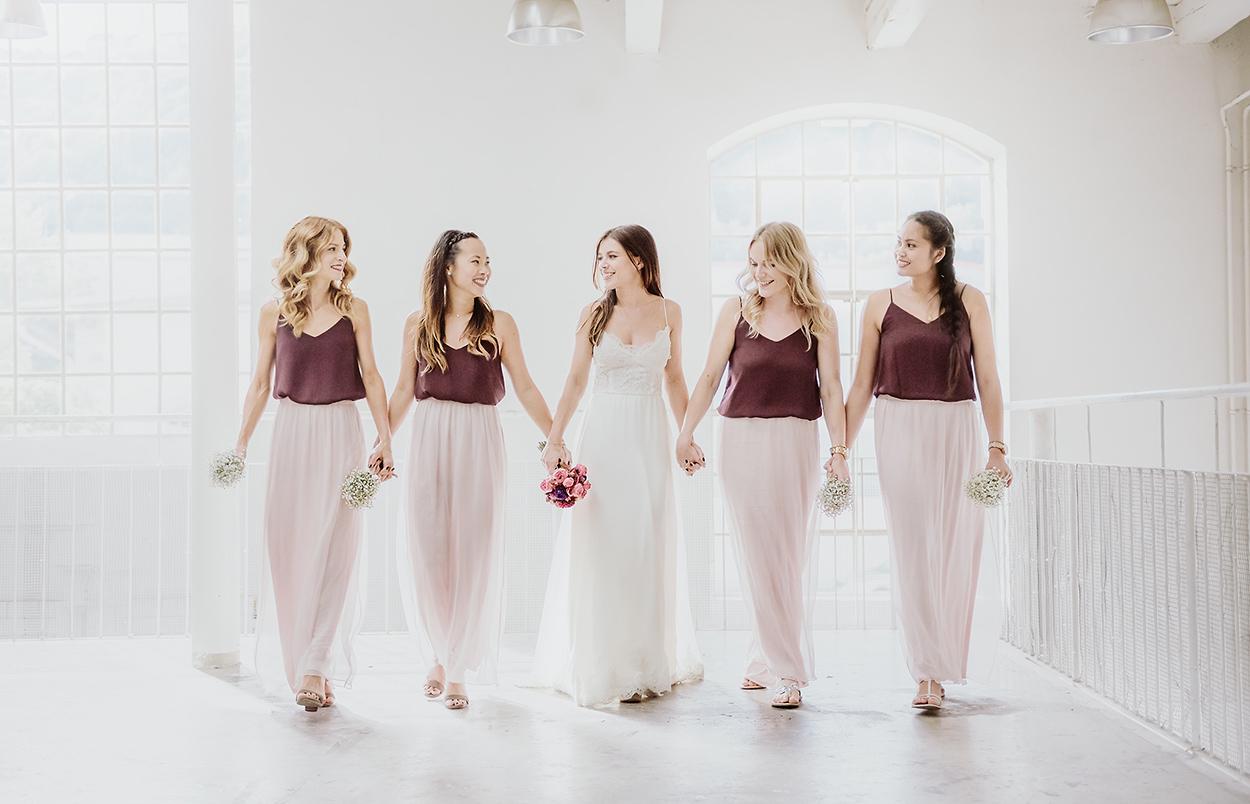 Hochzeitsfoto mit Brautjungfern (Bridemaids) in der Kunstakademie in Trier