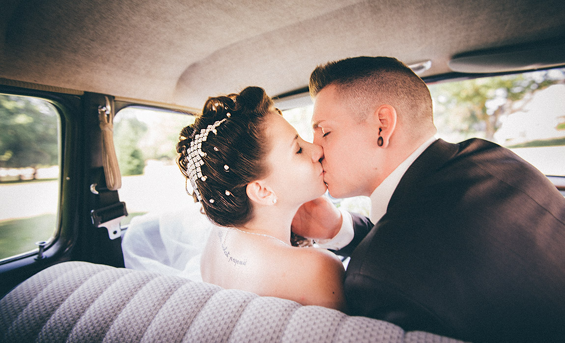 Brautpaarshooting im Oldtimer (Fotograf: Dennis Markwart, Nells Park - Trier)
