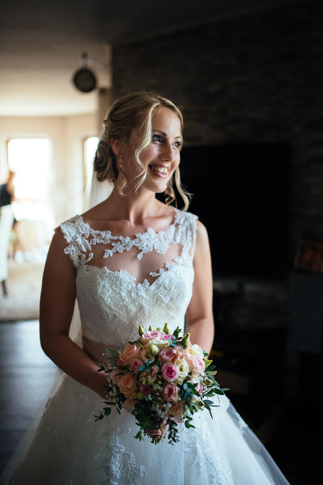 Braut beim Getting Ready (Hochzeitsreportage)